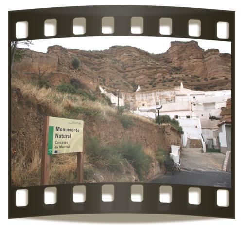 Casas-cueva en las cárcavas de Marchal